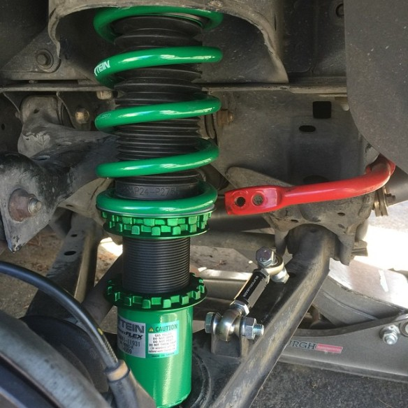Ain't that a sight? Tein coilvers, Racing Beat Sway Bar, and 949Racing's SuperMiata endlinks.